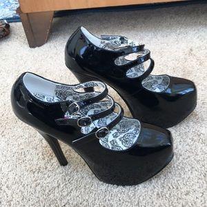 Bordello SZ 6 black Teeze strappy heels.